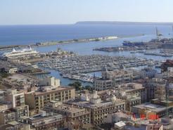 View over Alicante Marina, the heart of Alicantenightlife.