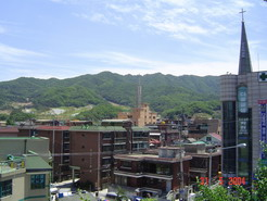 Machon, where outskirts of Seoul meet the hills and rice pattyfields.
