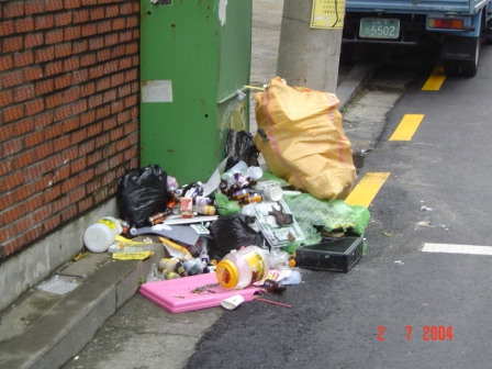 korean-styled-rubbish-bins