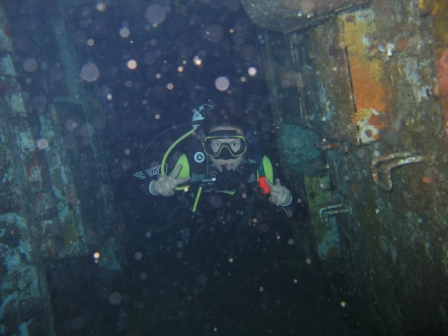 mandy-exploring-the-inside-of-the-wreck