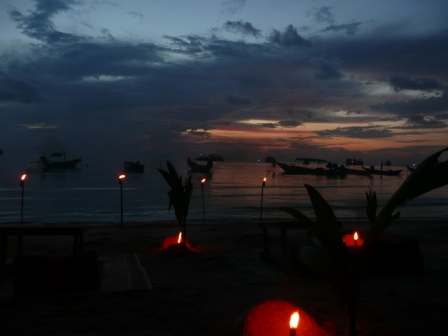 candle-lit-beach-bars