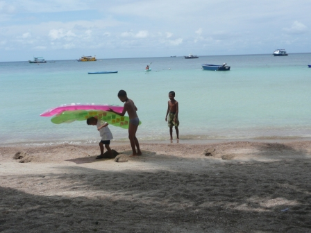kids-playing-infront-of-our-dive-centre-deck-bar