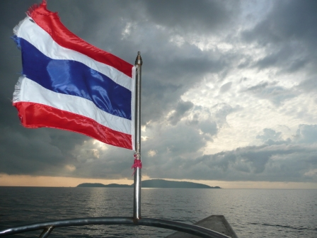 koh-tao-a-great-back-drop-to-the-thai-flag